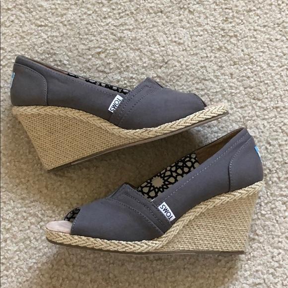 64b66cec082e Toms Shoes - Like New Toms Calypso Canvas Wedge Sandals SZ 8